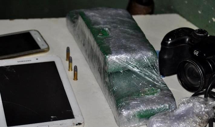 PM localiza maconha, munições e vários materiais de procedência duvidosa em Patos de Minas