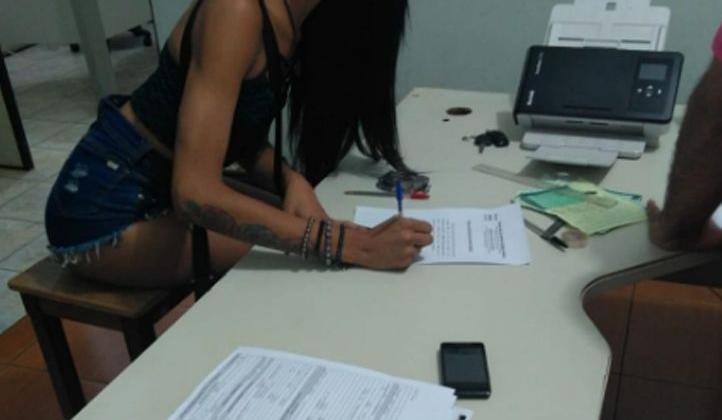 Travesti suspeito de praticar atos sexuais em local público é detido em Patos de Minas