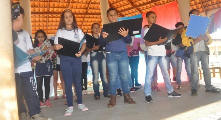 Escola Professora Denise Luísa de Oliveira realiza Sarau Literário
