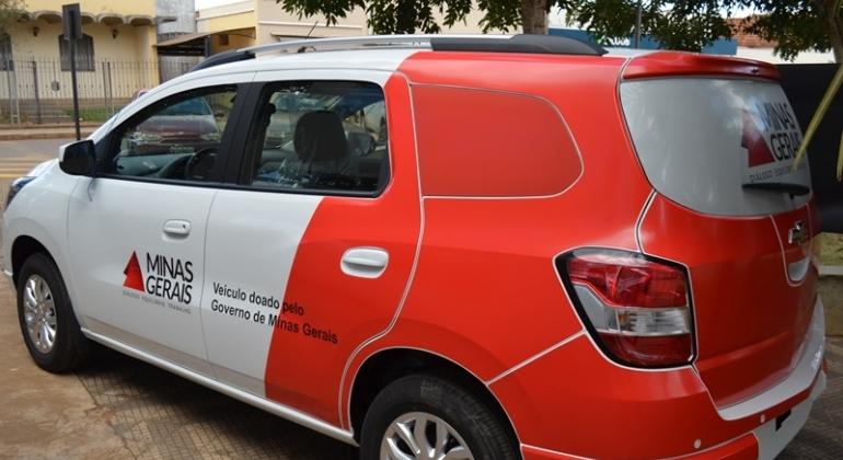 Secretaria de saúde de Lagoa Formosa recebe veículo para transporte de pacientes