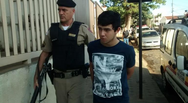 Rapaz é atingido por disparo de arma de fogo na cidade de Lagoa Formosa e autor é preso