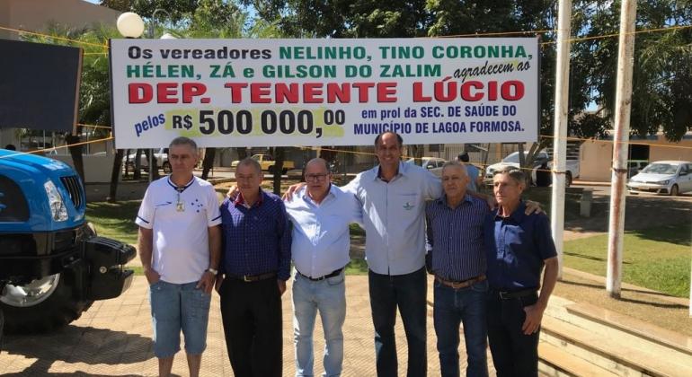 Deputado Federal Tenente Lúcio visita Lagoa Formosa, entrega máquina agrícola e 500 mil reais