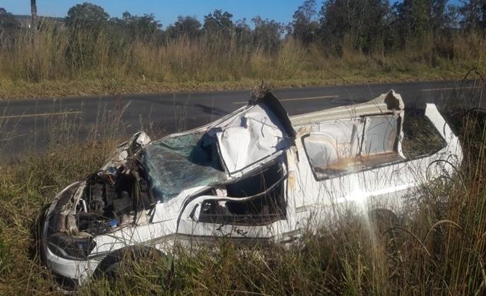 Motorista de carro funerário fica ferido em acidente na MGC 354 em Presidente Olegário