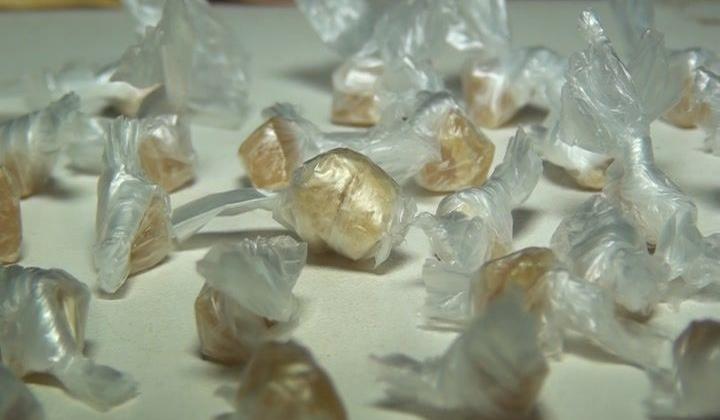 adolescente de 13 anos é apreendida com 45 pedras de crack escondidas nos seios