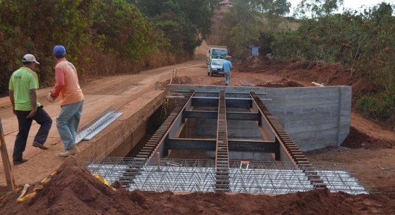 Ampliação da ponte sobre o córrego do Sapé em Lagoa Formosa entra em fase final