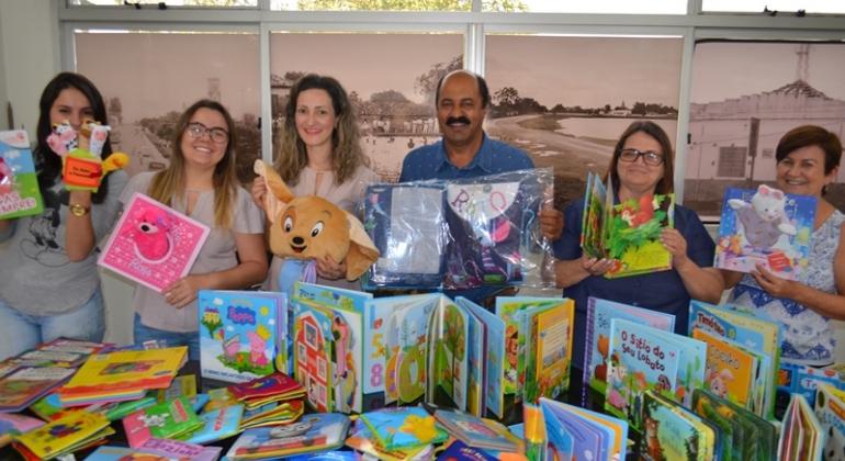 Prefeitura de Lagoa Formosa entrega kits escolares para os Centros de Educação Infantil da cidade