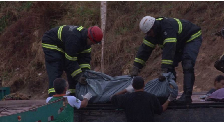 Acidente na curva de Catiara em Serra do Salitremata duas pessoas