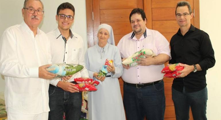 UNIPAM entregou mais de 25 toneladas de alimentos neste ano em Patos de Minas