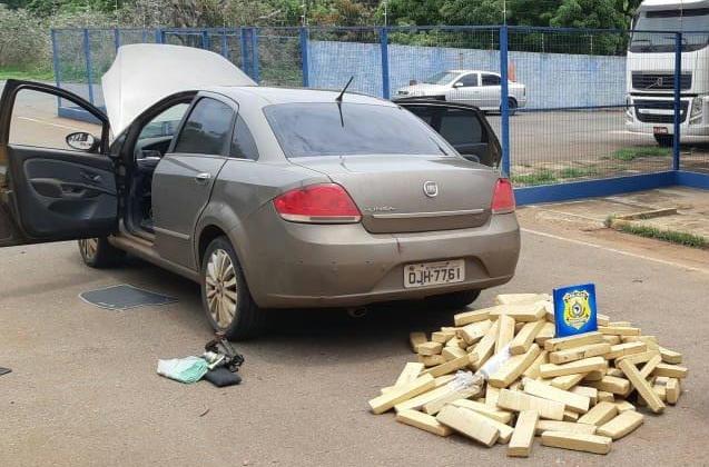 Rapaz de 24 anos e namorada de 13 são abordados na rodovia 365 com 190 quilos de maconha