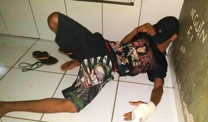 Rapaz que sofreu tentativa de homicídio é liberado do hospital e acaba detido com arma e munições