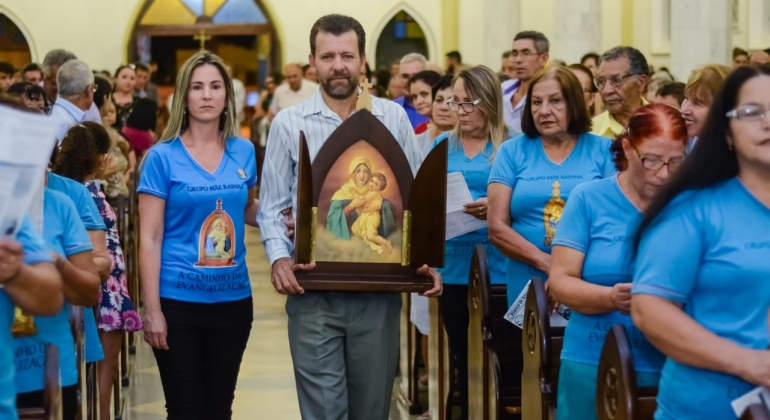 Paróquia Nossa Senhora da Piedade de Lagoa Formosa celebra 21 anos de presença da ''Capelinha Mãe Rainha''.