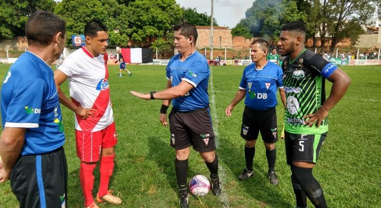 Santa Cruz e Niterói empatam em 0 a 0 no primeira partida do mata-mata do Regional
