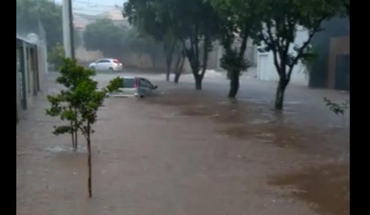 Patos de Minas volta a sofrer com as trombas d'água