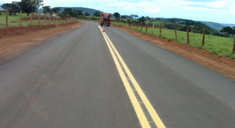 População de Monjolinho recebe autoridades e convidados para inauguração de asfalto
