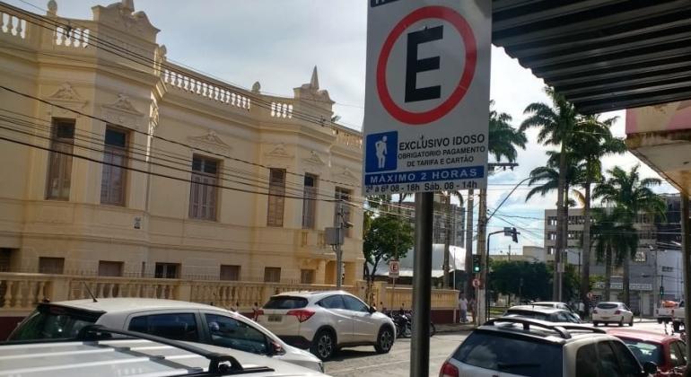 """Para estacionar na """"Zona Azul"""" em Patos de Minas motorista terá de informar CPF"""