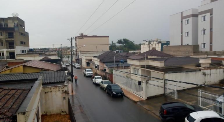 Lagoa Formosa tem dia chuvoso e defesa civil faz alerta para o estado