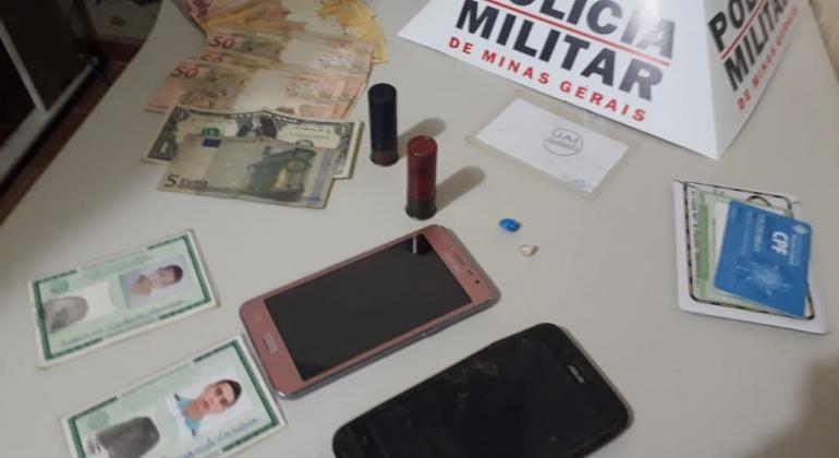 Polícia Militar de Carmo do Paranaíba prende autores que pretendiam roubar veículo em Arapuá