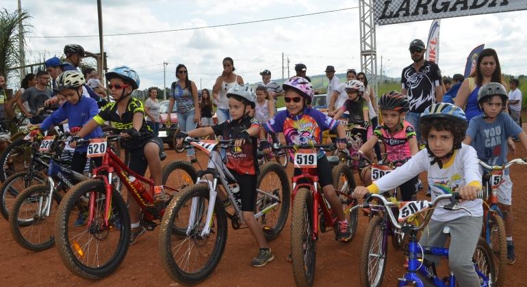 Instituto de Educacional Sonhos e Mimos participa da Maratona do Feijão em grande estilo