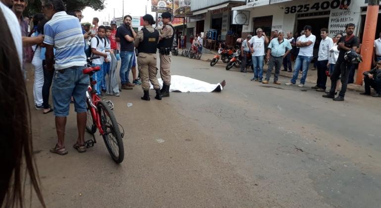 Condutor de motocicleta sofre mal súbito e morre no meio da rua em Patos de Minas