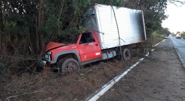 Condutora alcoolizada provoca acidente na BR-354 no município de Carmo do Paranaíba