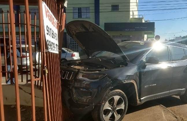 Motorista avança parada obrigatória e provoca acidente no Bairro Lagoa Grande