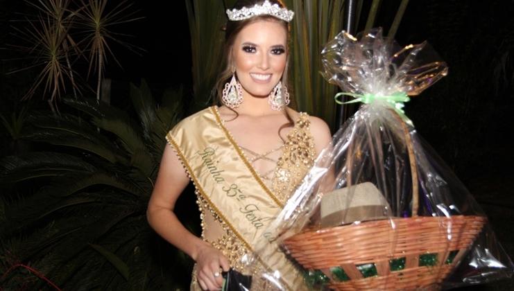 Flávia Gabrielly é eleita a Rainha da 37ª Festa da Produção de Presidente Olegário