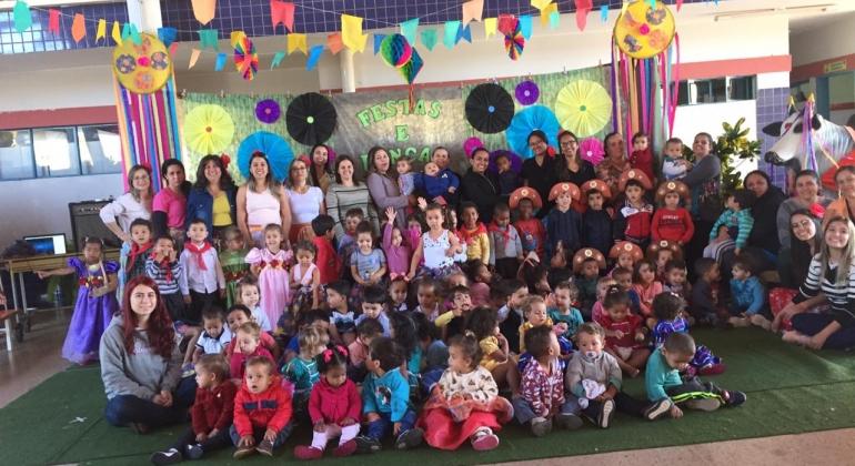 """Centro de Educação Infantil """"João Batista Barroso"""" encerra semestre com show de talentos"""