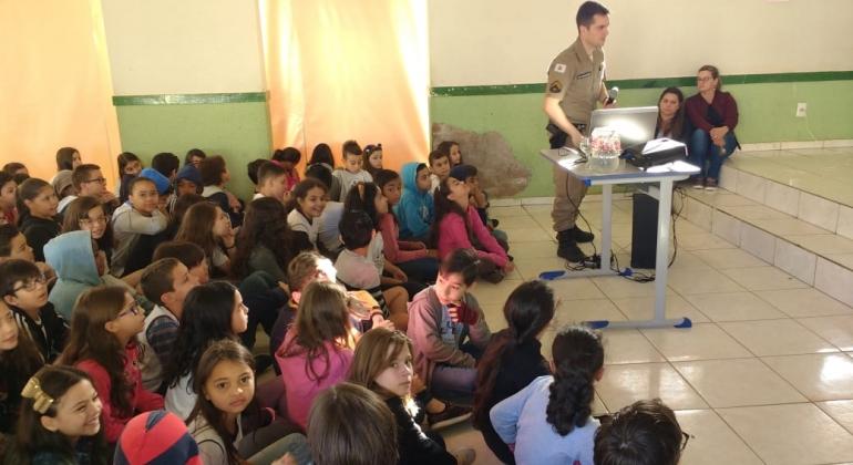 Polícia Militar de Carmo do Paranaíba realiza palestra sobre a Proibição do uso do cerol e linha chilena
