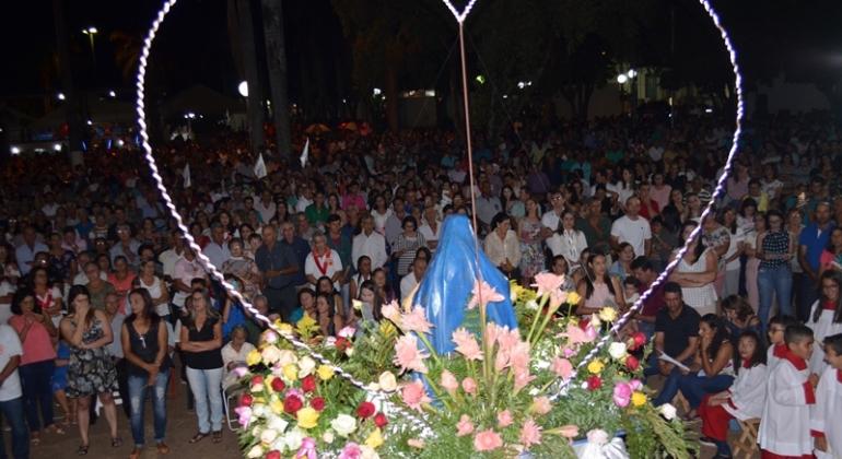 Multidão de fiéis participa da missa e procissão de encerramento da Festa em Louvor a Nossa Senhora da Piedade