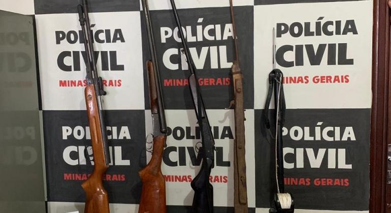 PC realiza operação, prende homem e apreende armas e dezenas de munições
