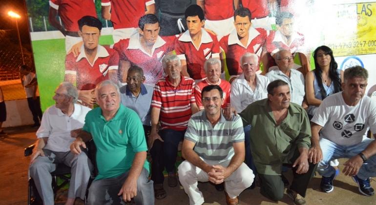 Time do Santa Cruz de Lagoa Formosa de 1968 é homenageado na sede social do clube