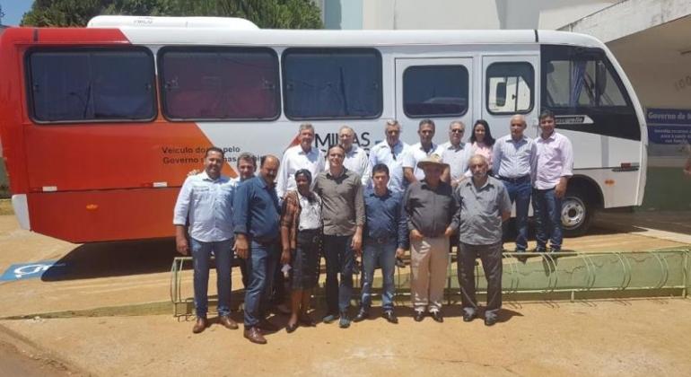 Durante Assembleia Extraordinária CISALP recebe 3 micro-ônibus doados por deputados