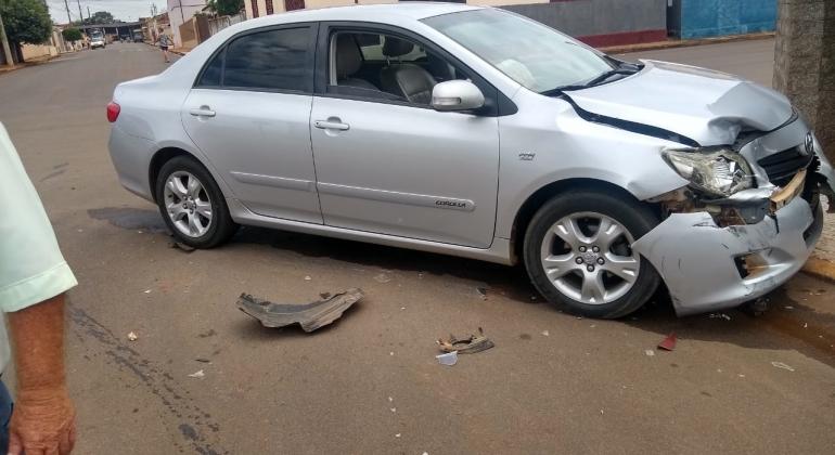 Acidente de trânsito causa danos em três veículos na cidade de Lagoa Formosa