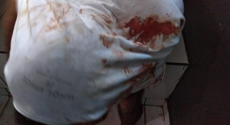 Indivíduo embriagado esfaqueia homem em mercearia em Patos de Minas