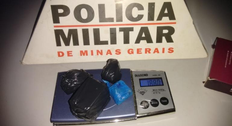 Adolescente de 16 anos é detido suspeito de tráfico de drogas em Patos de Minas