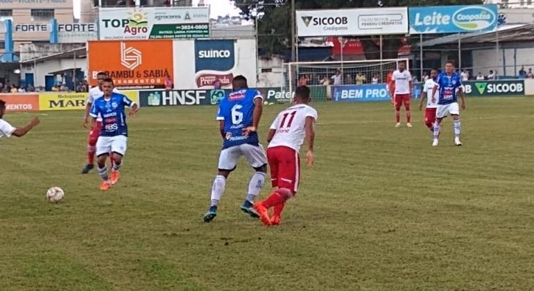 URT volta a vencer e sobe para o sexto lugar no Campeonato Mineiro