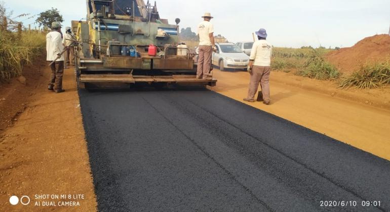 Prefeitura de Lagoa Formosa inicia pavimentação da estrada que liga a cidade ao Distrito de Limeira