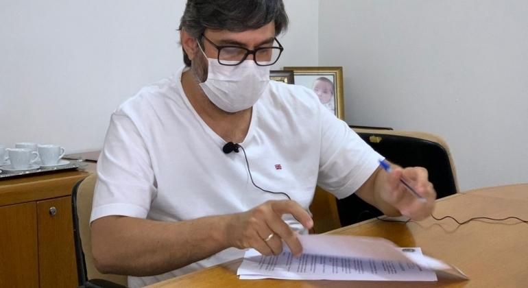 Prefeito de Carmo do Paranaíba desmente Fake News de que estaria com COVID-19