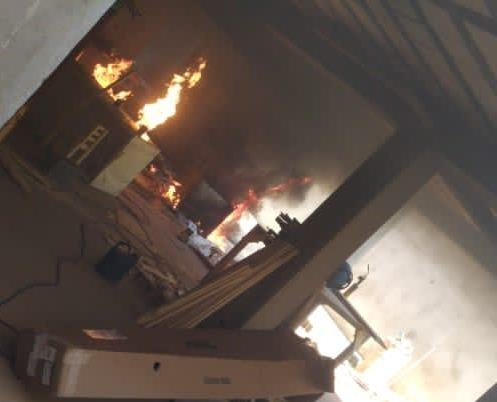 Explosão em máquina de solda deixa dois trabalhadores feridos em Patos de Minas