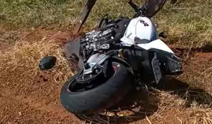 Motociclistas se envolvem em acidente na estrada que liga Lagoa Formosa ao Distrito de Monjolinho