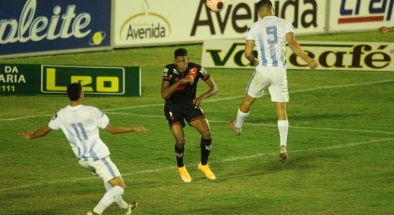 Com gol de atacante de Lagoa Formosa time do Grêmio Anápolis empata o primeiro jogo da final do campeonato goiano