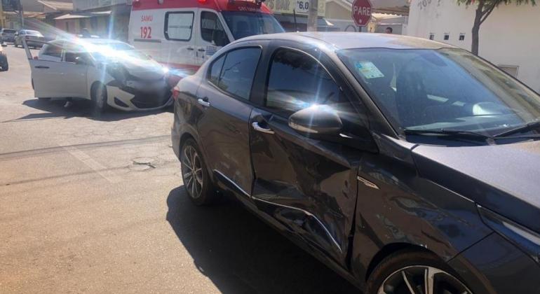 Passageira fica ferida em acidente envolvendo carro de aplicativo em Patos de Minas