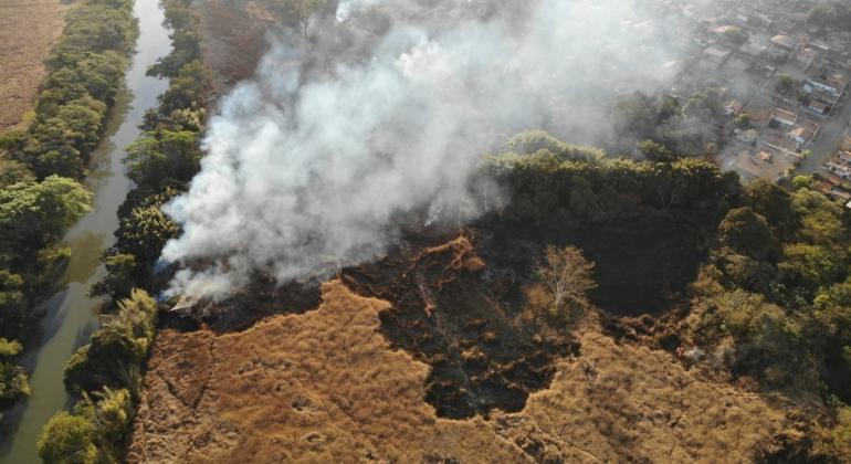 Corpo de Bombeiros de Patos em Minas combate incêndios em áreas rurais do Alto Paranaíba
