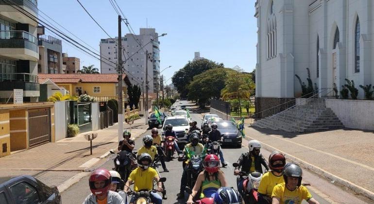 Apoiadores do voto impresso auditável foram às ruas de Patos de Minas neste domingo (1°) reivindicar transparência nas eleições