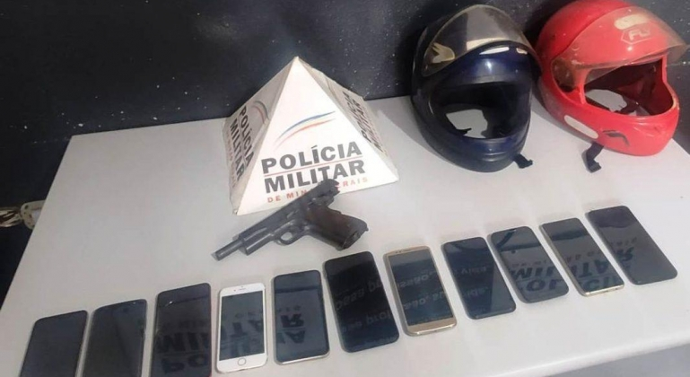 Jovem é detido e menor apreendido por suspeita de roubo a loja de celulares em Patos de Minas