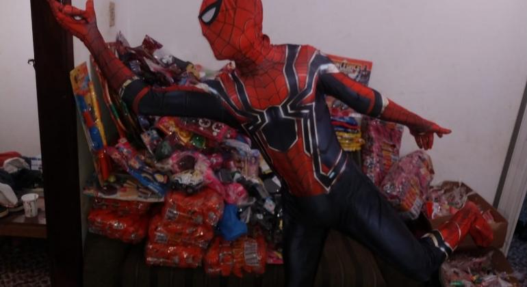 """Projeto """"Criança Sorrindo"""" distribui brinquedos para a garotada de Lagoa Formosa"""